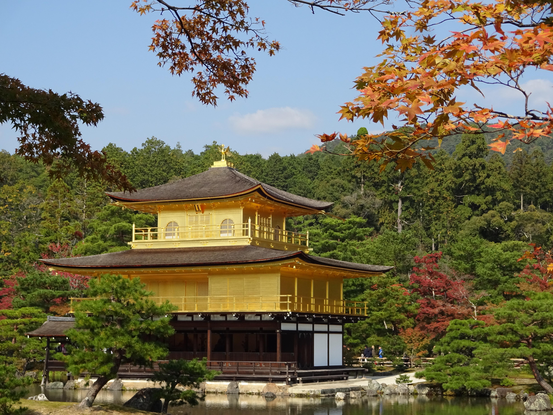 Kinkaku-ji-temple-far-view